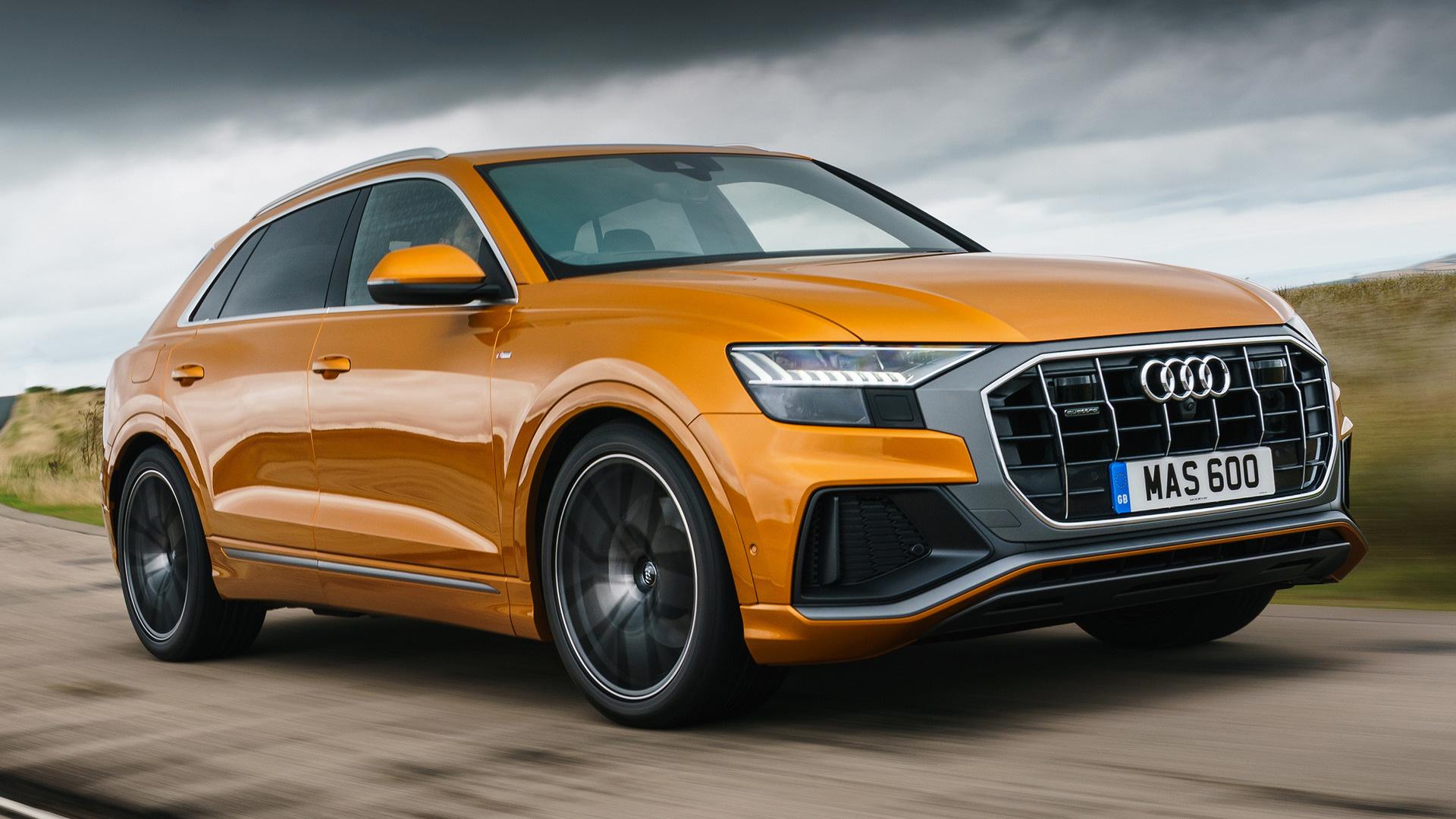 Audi Q8 TFSI naranja