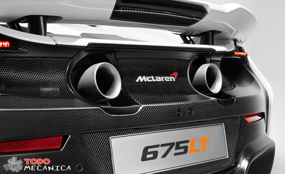 Perspectiva trasera de los tubos de escape del McLaren 675LT