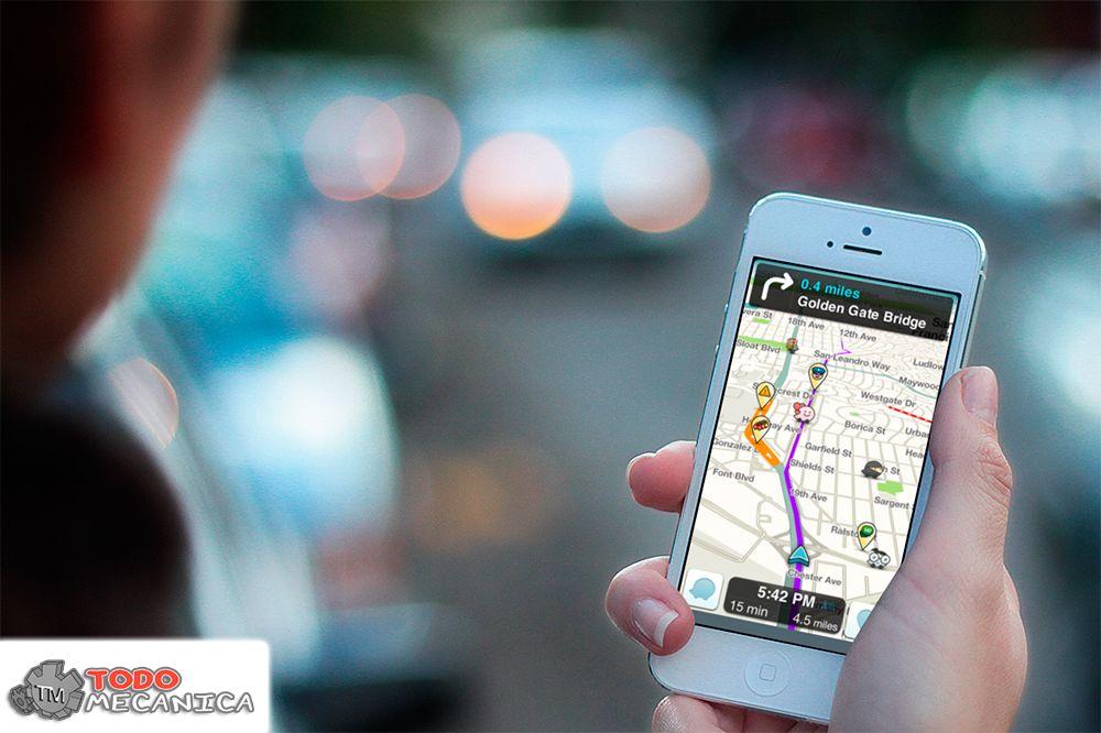 Usuario utilizando la app Waze