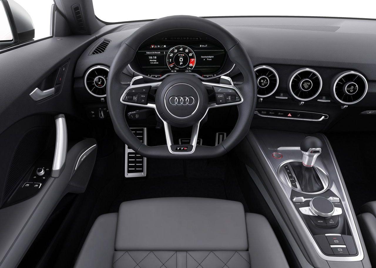 Interior del Audi TT S todo de color negro