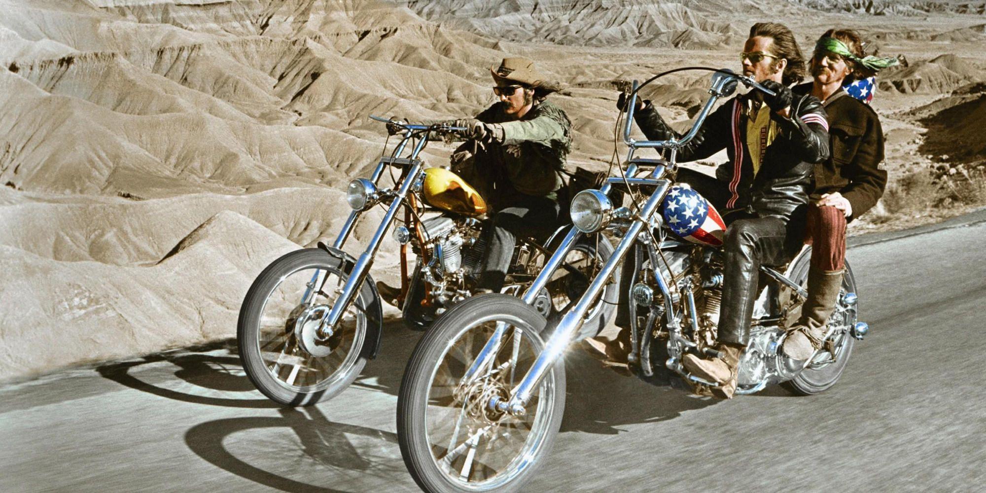 Imagen de la película Easy Rider con dos motos, una Harley Capitán América y otra Harley Billy Bike