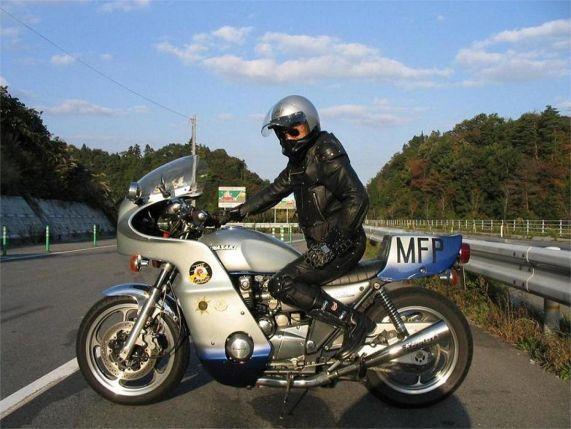 Protagonista de la película Mad Max con su Kawasaki Z1000