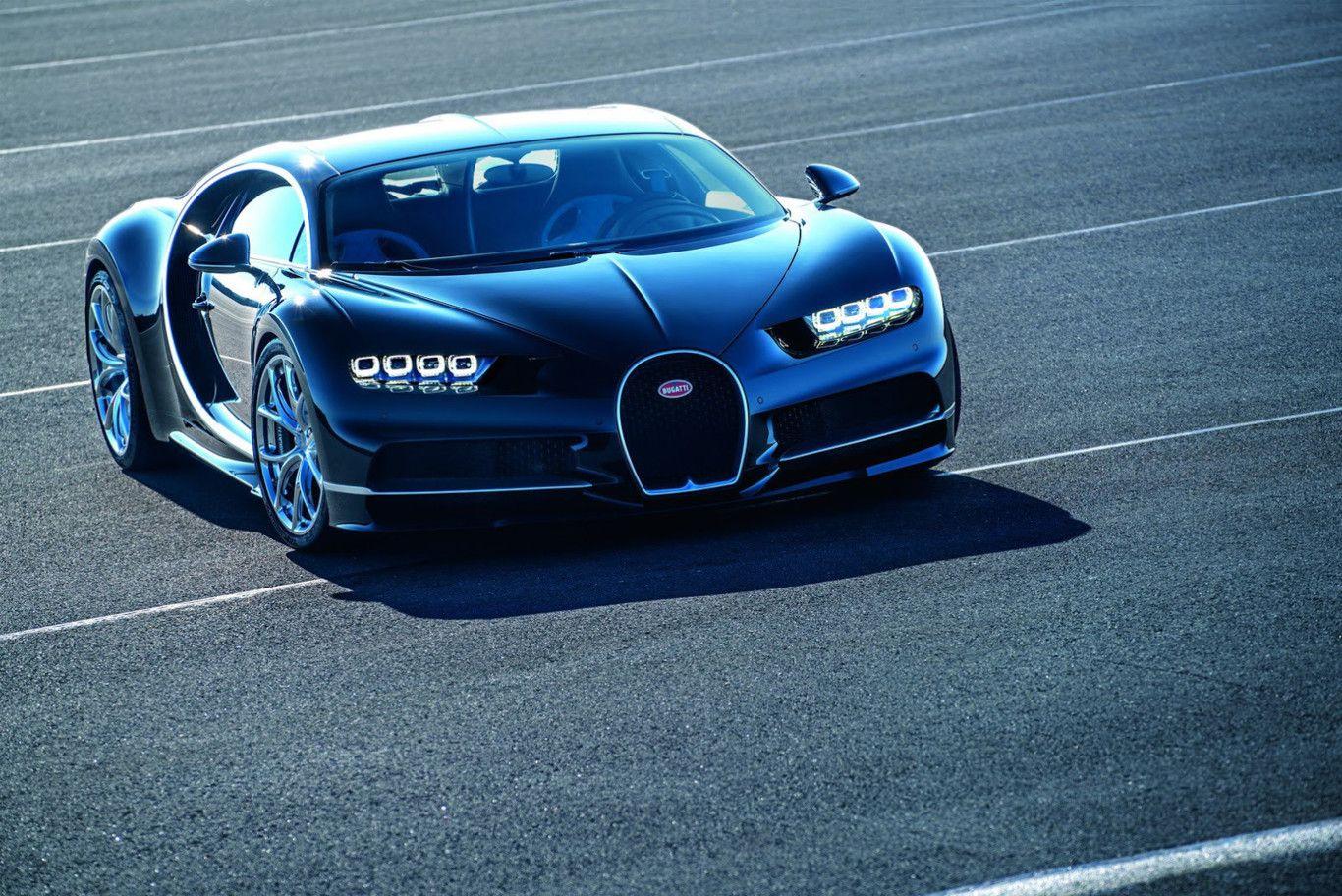 Perspectiva frontal y semi-lateral del Bugatti Chiron