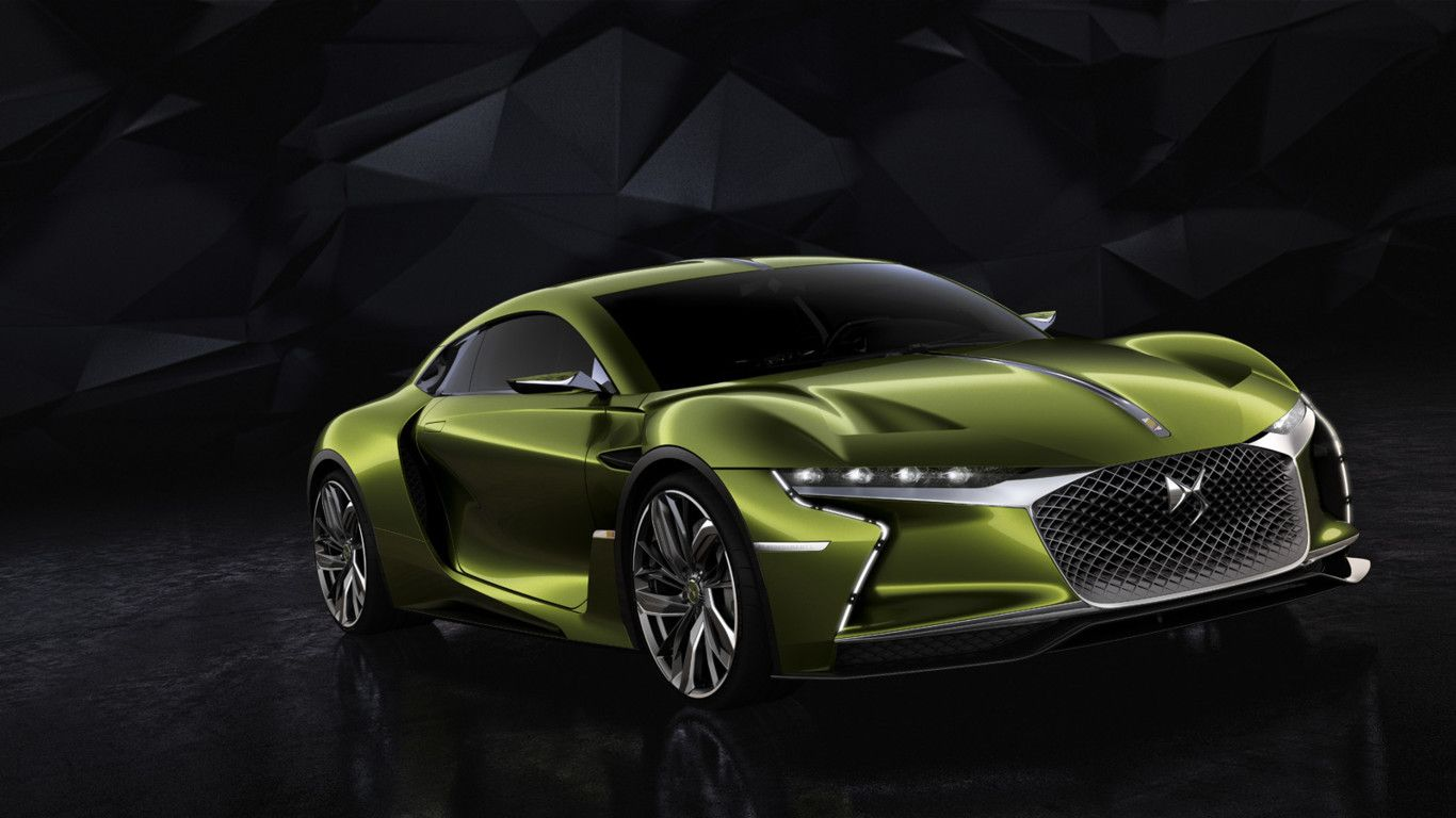 Perspectiva frontal del DS e-Tense Coupé de color verde pistacho metalizado