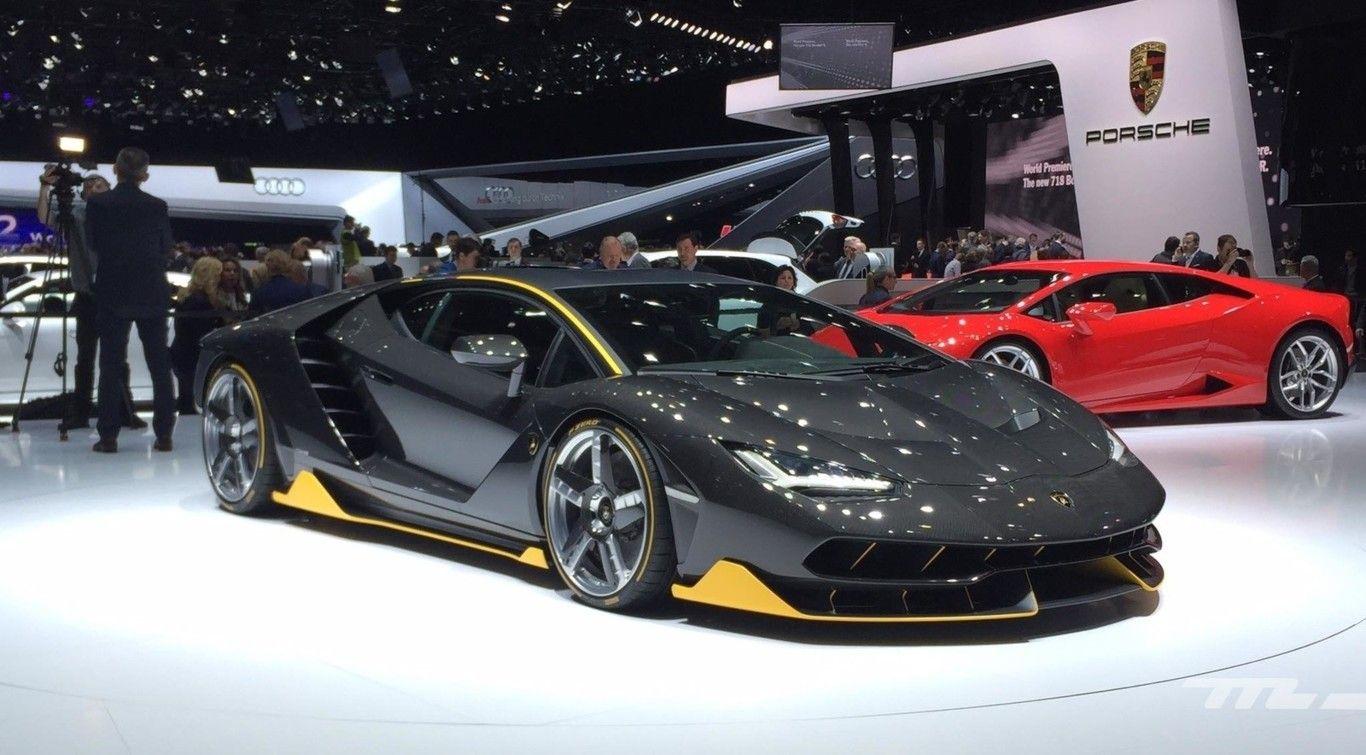 Perspectiva lateral del Lamborghini Centenario de color negro con los bajos en amarillo