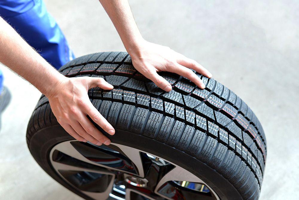 Cómo se deben elegir los neumáticos del coche según el tipo de conducción más habitual. No es lo mismo conducir por carretera que por ciudad.