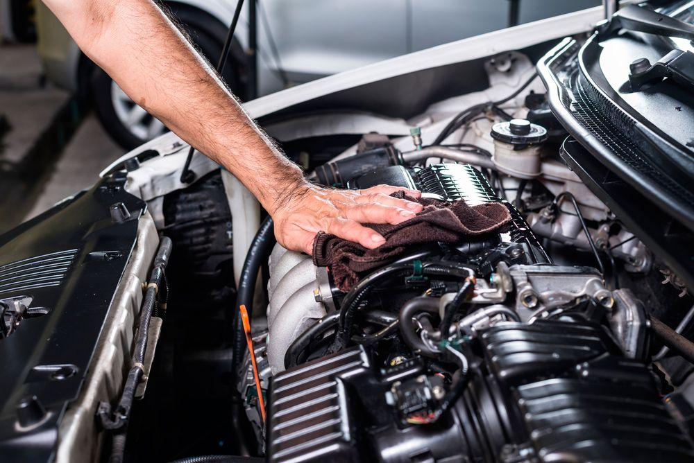 Limpieza del motor del coche