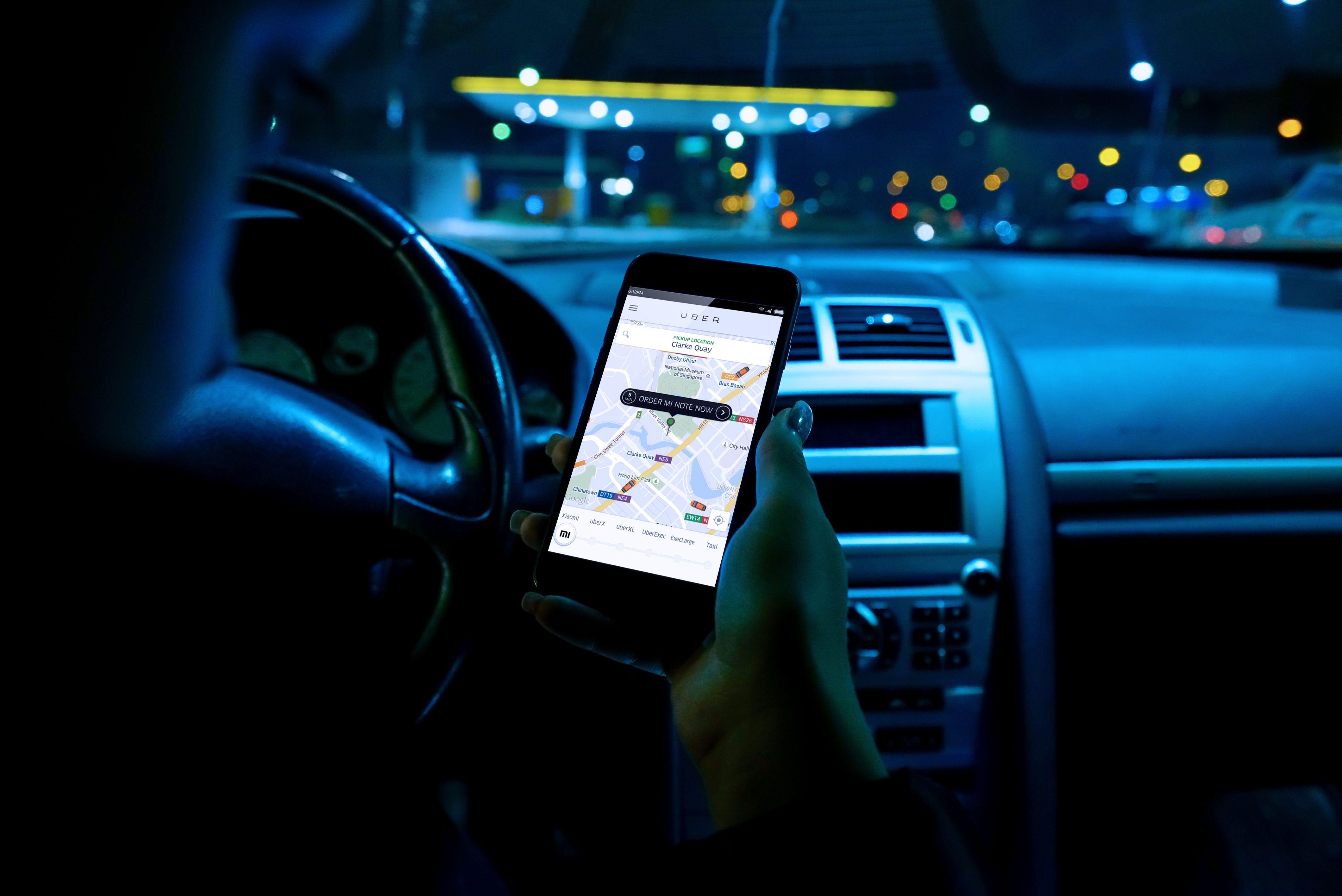 La plataforma Uber se ha extendido ya por todo el mundo, pero también soporta polémicas y conflictos con los taxis. Peculiaridades de esta forma de moverse