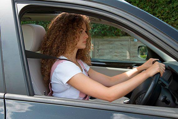 Postura corporal para una conducción más óptima y segura