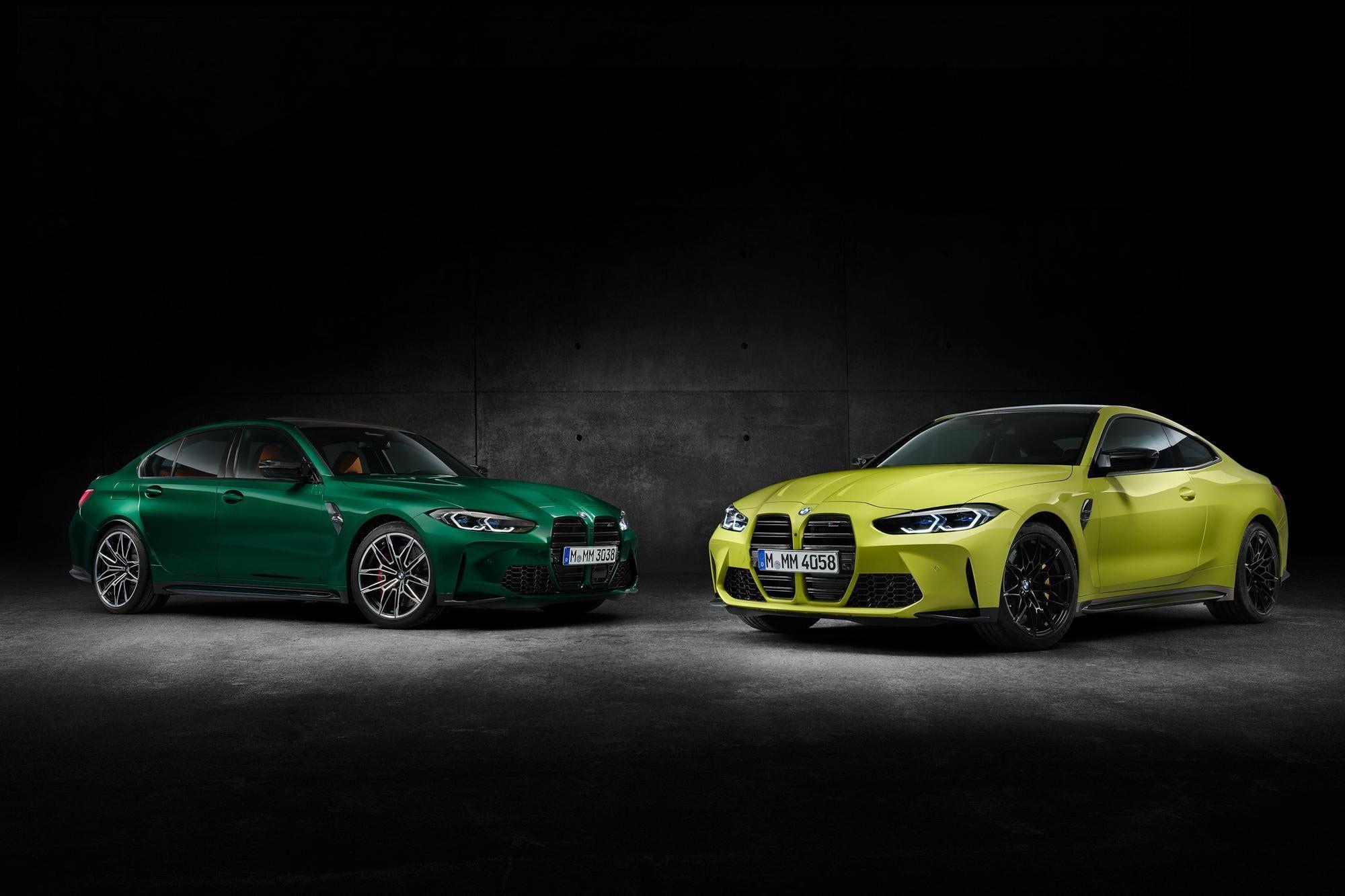BMW M3 en verde y BMW M4 en amarillo aparcados uno junto al otro
